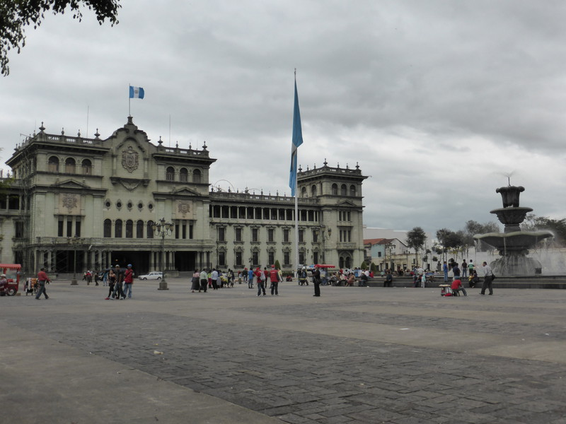 The Palacio National de la Cultura dominates the northern side of Parque Central
