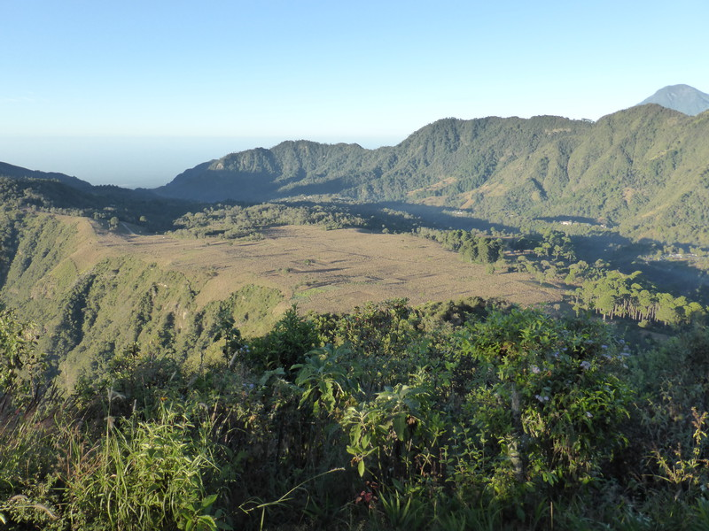 Looking west fron the Indian's Nose along the crater rim; the crater drops down to the left