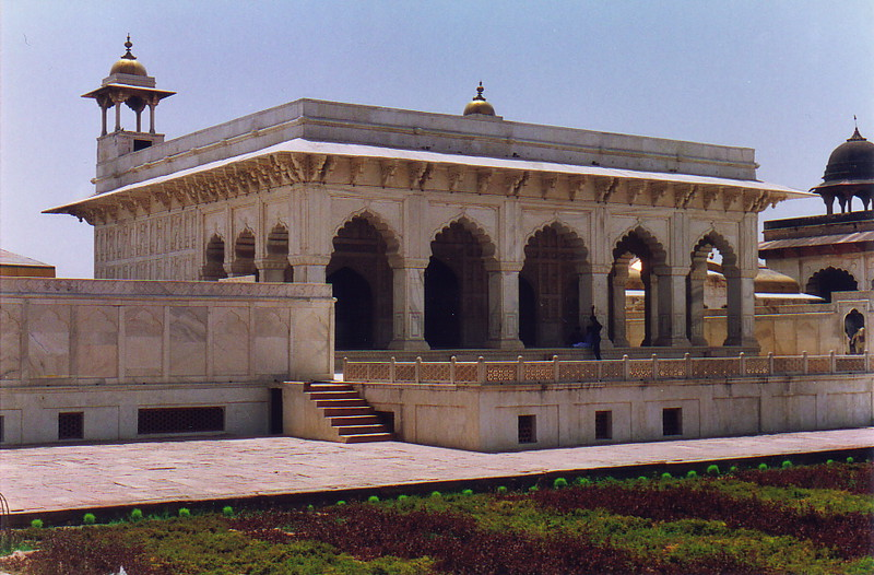 A building inside Agra Fort