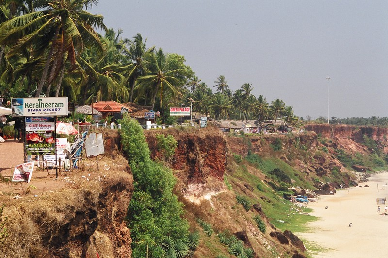 The view south along the cliff at Varkala
