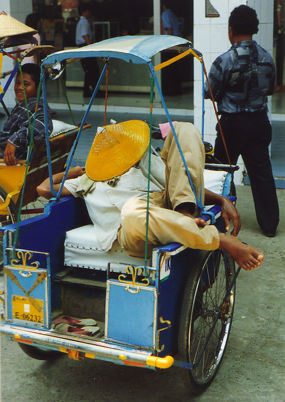 A driver asleep in his becak