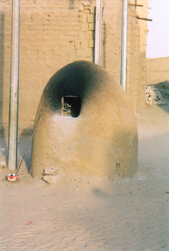 A wood-fired oven in the streets of Timbuktu