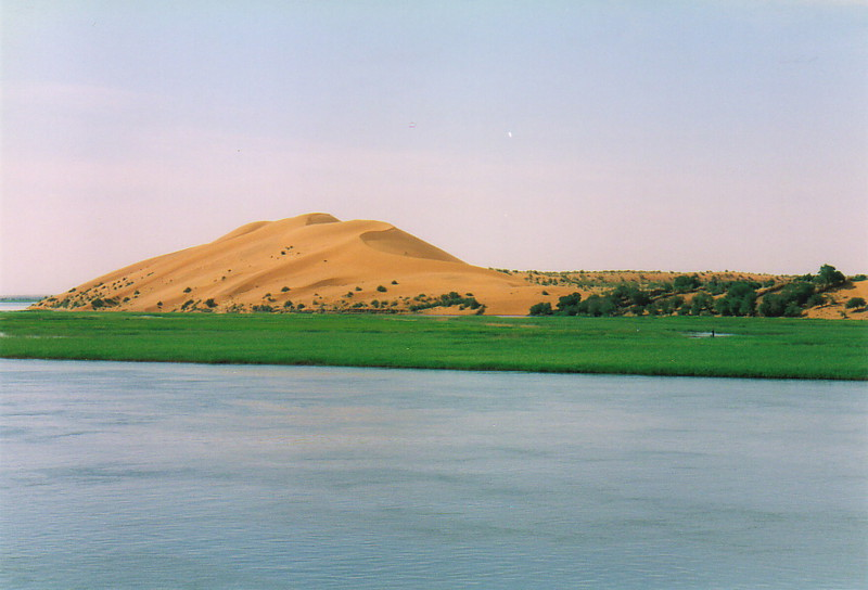A large pink dune by the banks of the River Niger