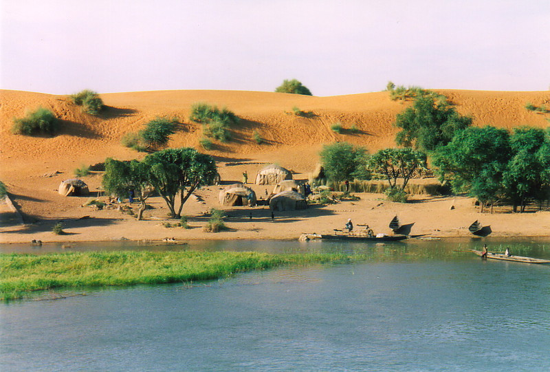 A small settlement on the banks of the River Niger