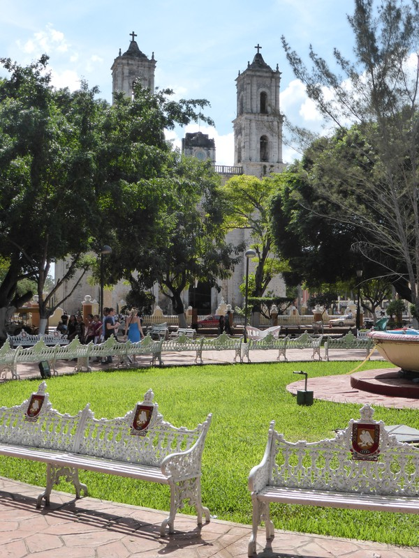 Parque Francisco Cantón Rosado with the towers of the Cathedral de San Gervasio in the background