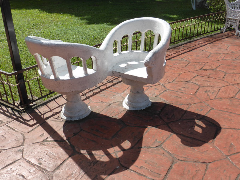 A loveseat in Parque Francisco Cantón Rosado