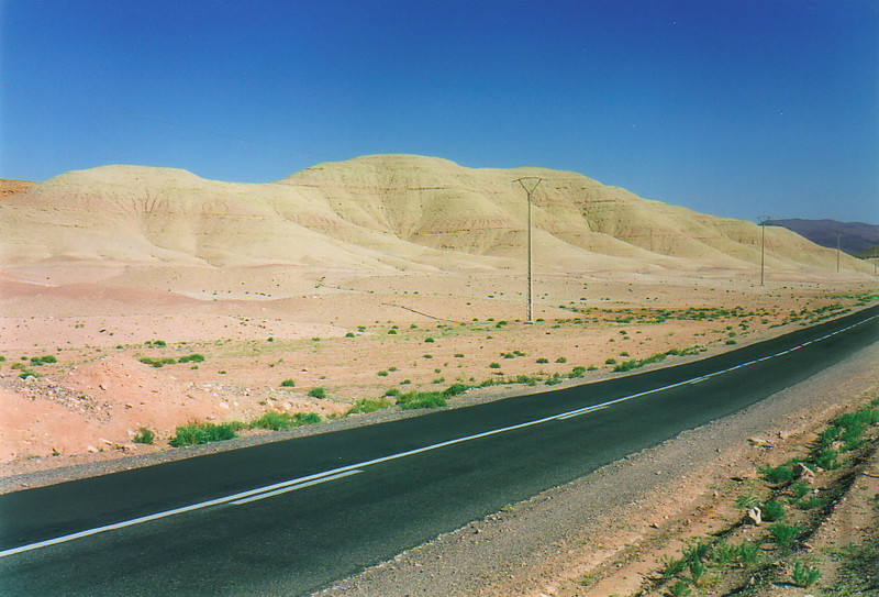 A road cutting through the hammada