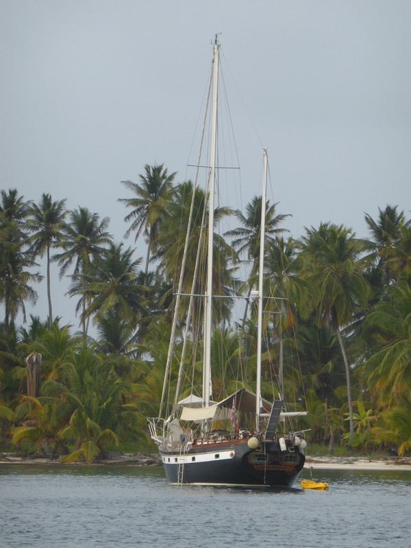The Black Dragonfly at anchor in the Cayos Holandeses