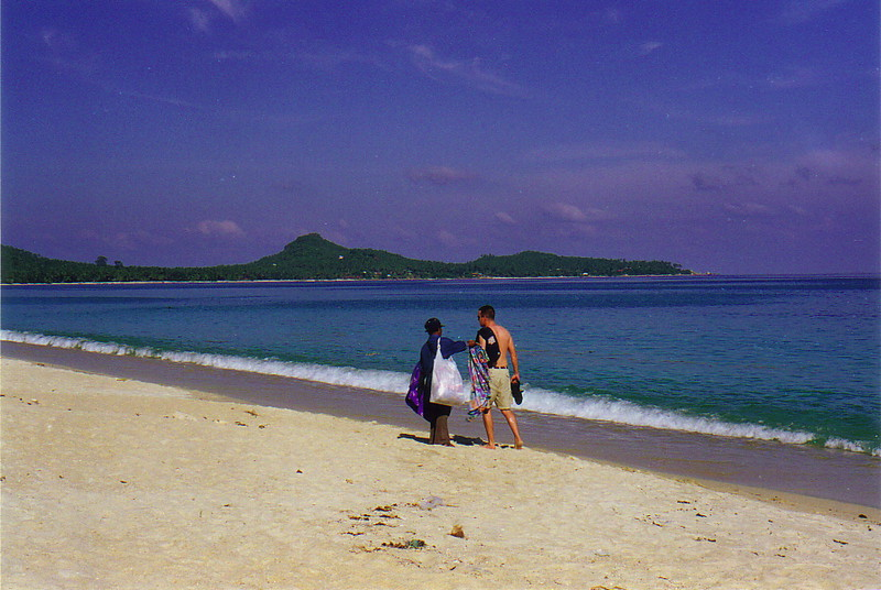A tourist being approached by a salesman on Lamai Beach